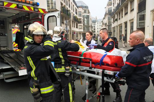 【テロ映像】12人死亡…パリの新聞社襲撃テロ!警察官が撃ち殺される一部始終