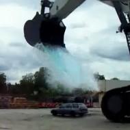 【衝撃映像】一瞬で洗車出来る方法思いついて試したら廃車なってワロタwww