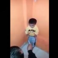【幼児虐待】ガチで嫌がる幼児にナイフの使い方を叩き込むDQNがヤバい・・・