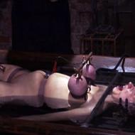 【エログロ】ここまでされて絶頂を感じる彼女が恐ろし過ぎる・・・