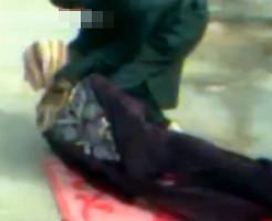 【グロ動画】女性の公開処刑ビデオが流出してるけど殺し方がヤバい・・・