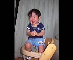 【赤ちゃん虐待】DQNクソ女の幼児虐待映像が胸糞悪い・・・ ※動画有り