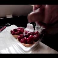 【無修正流出】ラズベリーパイに精子ぶっ掛けて客に食べさせる本物映像が話題に・・・