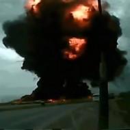 【飛行機墜落】積み荷ちゃんと固定してなかった大型輸送機が目の前で墜落・大爆発する瞬間・・・ ※衝撃映像