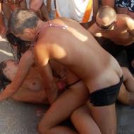 """【エロ注意】ウクライナで行われた """"レイブ・パーティー"""" の様子がエロすぎる"""