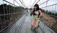 【閲覧注意】吊り橋を渡りながら自撮り⇒吊り橋崩壊のビデオが怖すぎる