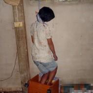 【グロ画像】娘の部屋に行ってみると首吊ってた・・・ ※閲覧注意