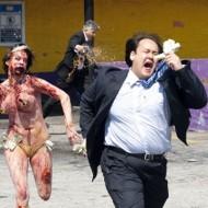 【閲覧注意】斧を持った女が警察に撃ち殺される