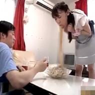 【日本人・超閲覧注意】彼女にゲロドレッシングぶっかけられて飯食える猛者ちょっと来てくれw ※グロ動画