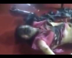 【殺人映像】彼女の浮気に嫉妬した彼氏、彼女にガソリンをぶっかけ丸焼きに・・・