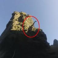 【事故】ロッククライミングで滑落して死ぬ時はだいたいこんな感じ ※動画