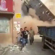 【衝撃映像】手抜き工事がざらな中国で建物の解体工事したら命がけだったw