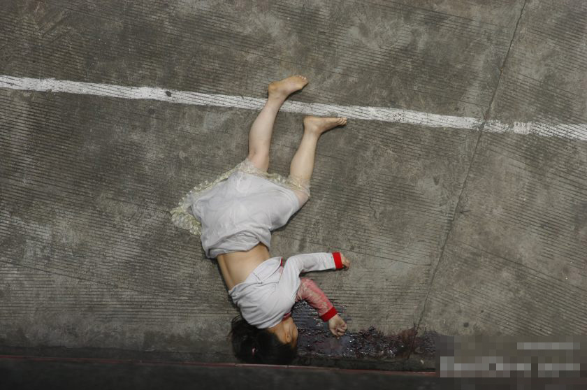 女子校生 JK 飛び降り自殺 グロ画像 全裸