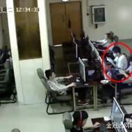 【閲覧注意】ネカフェの監視カメラ映像。この直後、彼は死にます・・・