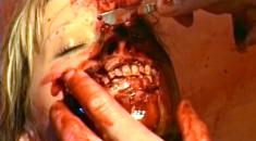 【グロ注意】金髪美女が麻薬中毒で痙攣して死んでいく一部始終
