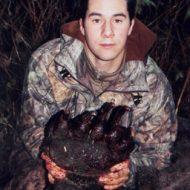 【グロ画像】森でクマさんと出会った男性の末路はデッドエンド・・・ ※閲覧注意