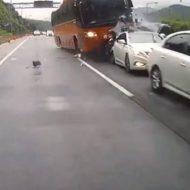 【衝撃映像】連休中によく高速道路で発生する玉突き事故が発生する瞬間・・・こんなん不可避やわ・・・