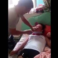 【閲覧注意】キチガイ過ぎる!夫婦喧嘩で中華包丁で妻の首を切り落とそうとする旦那のイカレ具合が半端ない・・・