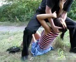 【ガチレイプ動画】美少女JCが叫んでも助けもこないような山奥で凶器で脅されながら犯される野外レイプ無修正映像!!