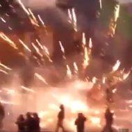 【衝撃映像】打ち上げ花火を水平発射して警官隊に抵抗したら戦争になったwww