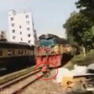 【閲覧注意】電車に轢き殺される瞬間を真正面から撮影すると・・・ グロ死体付き ※動画