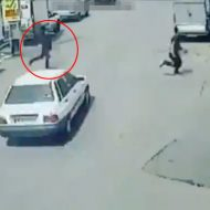 【衝撃映像】車の間を縫うように走って鬼ごっこしてる子供轢いたらどっち悪い?