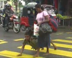 【閲覧注意】究極の進化か・・・?「4足歩行」する男性が話題に・・・ ※動画