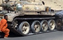 【グロ動画】一般人を戦車でゆ~っくり轢き殺していく映像がこちら