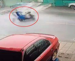 【衝撃映像】台風の時に外に出たいはやる気持ちを抑えきれず外に出たやつの末路www