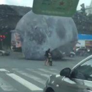 【衝撃映像】今年最大級規模の台風14号が中国に上陸したらこうなる・・・