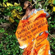 【グロ画像】メキシコカルテルに拉致されて拷問跡が生々しい死体と一緒にメッセージが・・・ 翻訳できるやつちょっと来い ※閲覧注意