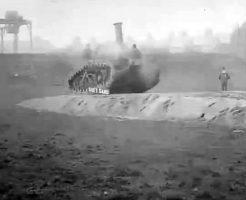 【おもしろ動画】コイツ装甲ガバガバじゃねーか!世界初の戦車のテスト走行映像が戦車ってより農耕車だなw