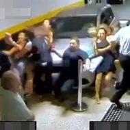 【死亡事故】人だかりに車が突っ込む恐怖の映像・・・