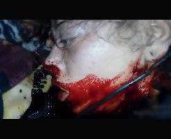 【本物殺人】女の子「うっ…うっ…」呻きながらも抵抗できずにギコギコ首切られ続けている男女平等の斬首風景はこちら ※閲覧注意
