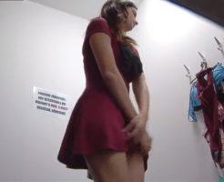 【モデル ●撮】更衣室でモデルの着替えを隠し撮りしてみたw赤Tバックエロ過ぎw激シコやんけw 動画