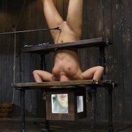 【胸糞注意】性奴隷として売買された女性の「その後」の画像が悲惨杉、、家畜以下だろコレ..