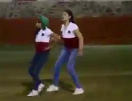 【衝撃映像】このキャワイイ女子たちが闘牛ちゃんにオモチャにされる映像がこちらwww