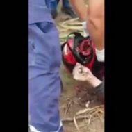 【グロ 動画】いつからこれが安全だと思った!?バイクで事故ってヘルメットは無傷なのに顔面崩壊で脳みそぶちまけるw