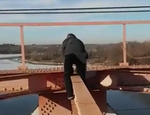 【閲覧注意】視聴数稼ぎに鉄塔登ってたYOUTUBERが転落死して別の意味でView稼いだ問題映像