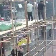 【動画】もはや芸術作品wスカスカな足場made in 中国wwww