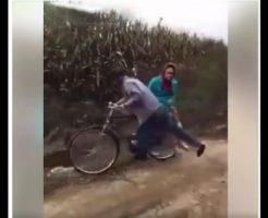 【衝撃映像】史上最悪の自転車事故が!こりゃ愛がない、無慈悲な事故だなww