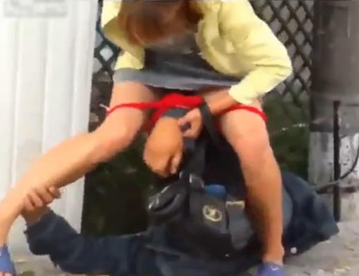 【逆レ●プ】酔っ払って性欲モンスターと化したロシア美女「あたしのマ●コを舐めなさいよ!」