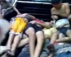 【ロリ死体】10代の中学生ぐらいの女の子たちが大量死してトラックで運ばれとる・・・
