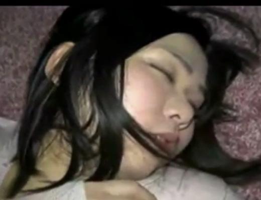 【無修正 レ●プ】酔いつぶれて昏睡する女子大生っぽい子を犯した個人記録