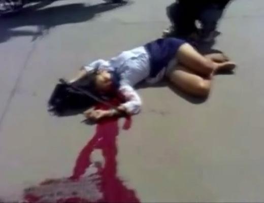 【グロ 動画】制服着た女子校生の死体を野次馬がネットに晒した映像がこれ