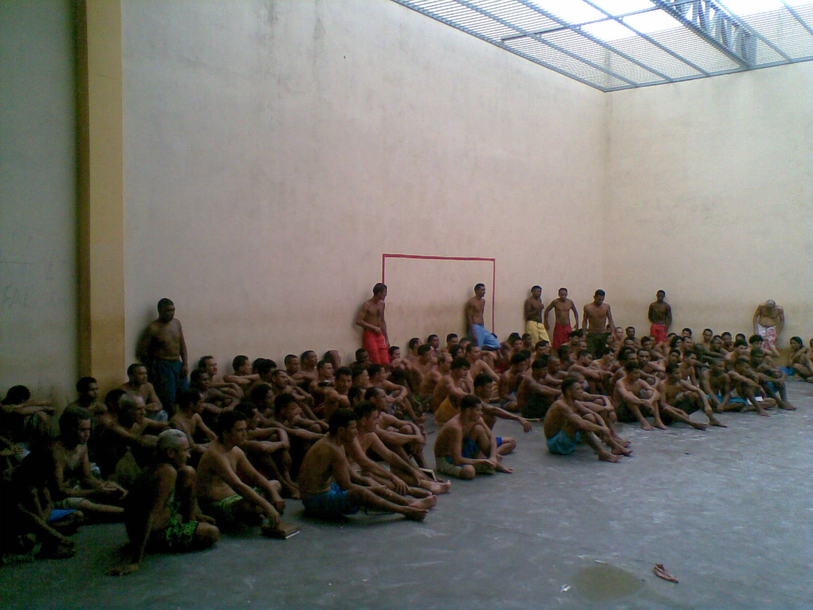 【グロ 画像】土人国家の刑務所内でリアルデスマッチが開催されるw