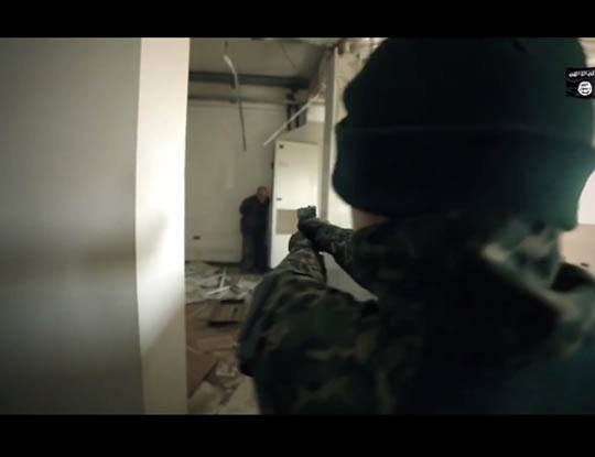 【閲覧注意】ISIS少年兵がサバゲーしてると思ったら捕虜殺害して遊んでた件