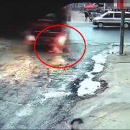 【ロリ注意】通学途中のJSがトラックに跳ね飛ばされる瞬間・・・