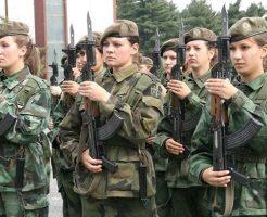 【おもしろ映像】上官好みの女兵士300人を集めた訓練映像が凄すぎると話題w