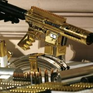 【レア画像】成金やんけw麻薬で大儲けしたカルテルのゴージャス過ぎる武器w眩 し す ぎwww